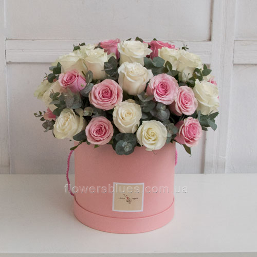 ніжні квіти в коробці
