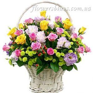 велика корзина квітів