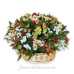 композиція корзина і квіти