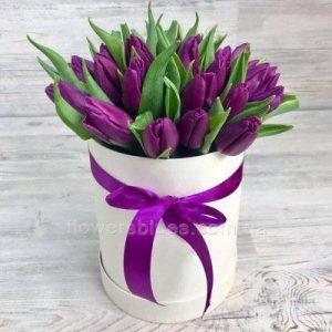 тюльпани в коробці