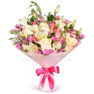яскраві букети квітів