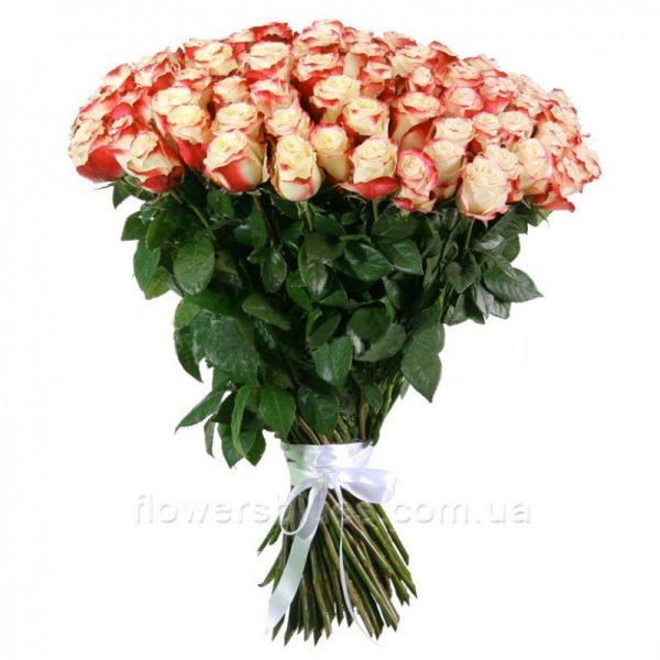 великий букет троянд
