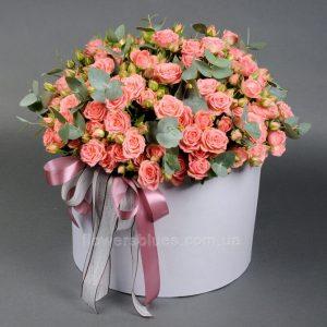 квіти в великій коробці