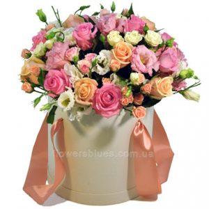 букет квітів в коробці фото