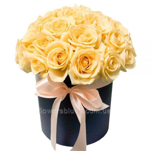 букет троянд в коробці