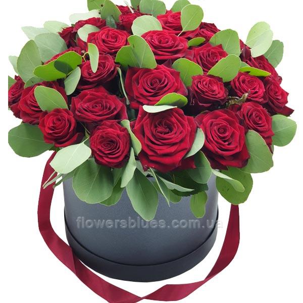 троянди в чорній коробці