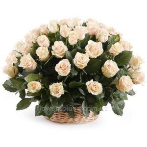 троянди в кошику фото