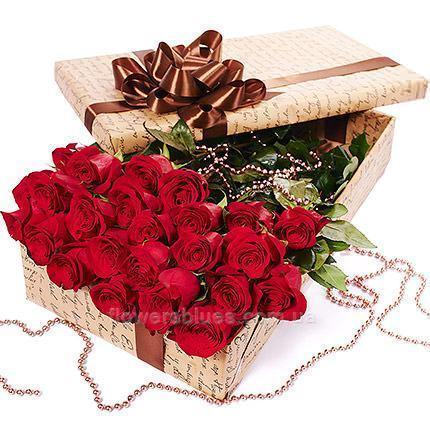 червоні троянди в коробці